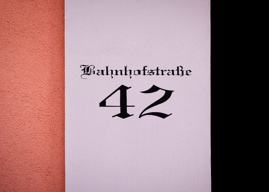 Bahnhofstraße 42